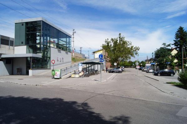 Bahnhofsplatz in Brunn am Gebirge